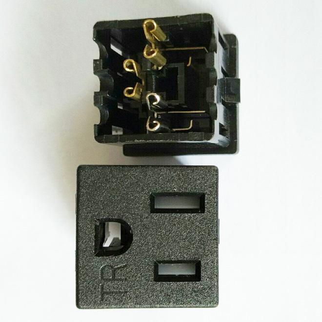 带防护门美规插座 BS-U15-XXB
